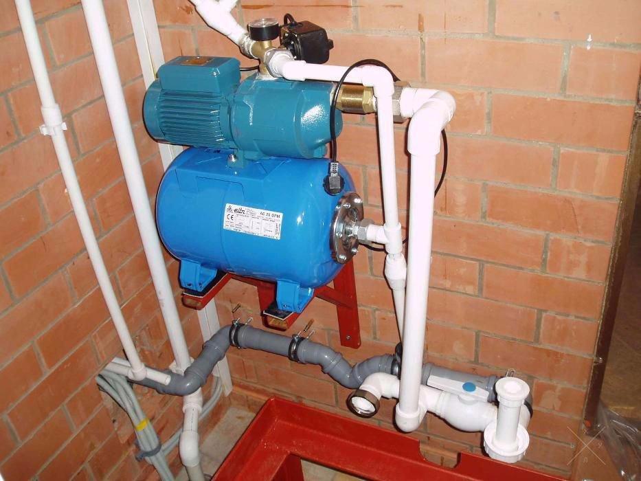 система вода плюется воздухом на даче бутылки